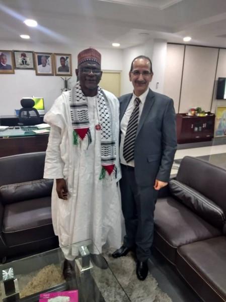 وزير التربية النيجيري يلتقي مع القائم بأعمال السفارة بنيجيريا