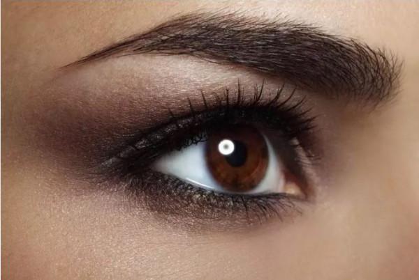 خطوات سهلة لتطبيق مكياج Smokey eyes