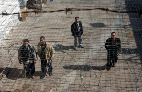إدارة السجون تقمع الأسير أيمن الشرباتي عقب إحراقه لإحدى غرف سجن هداريم