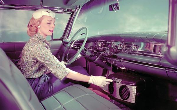 """""""السيارات.. تطوير العالم الحديث"""" يعرض سيارات النساء فقط"""