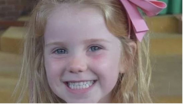طفلة صغيرة تموت بين أحضان أمها خلال احتفالات عيد الميلاد.. والسبب غامض