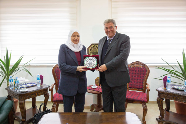 """وزير شؤون المرأة تناقش """"سيداو"""" وتبحث ورئيس جامعة القدس واقع المرأة"""