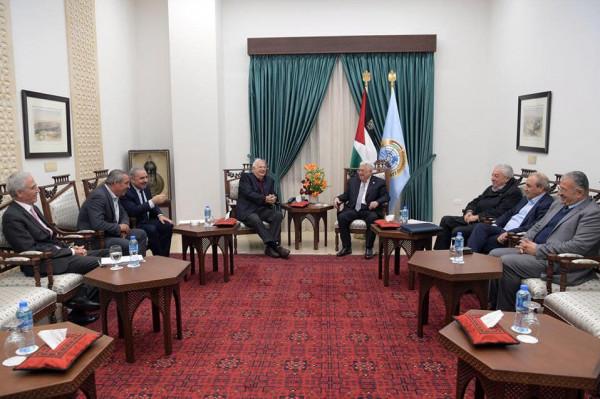 """الرئيس عباس يلتقي حنا ناصر لـ """"تذليل العقبات أمام الانتخابات العامة"""""""