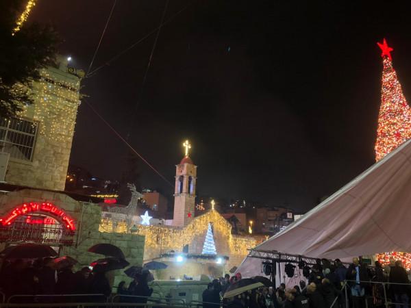 مدينة الناصرة تحتفل بإضاءة شجرة الميلاد الأكبر (صور)