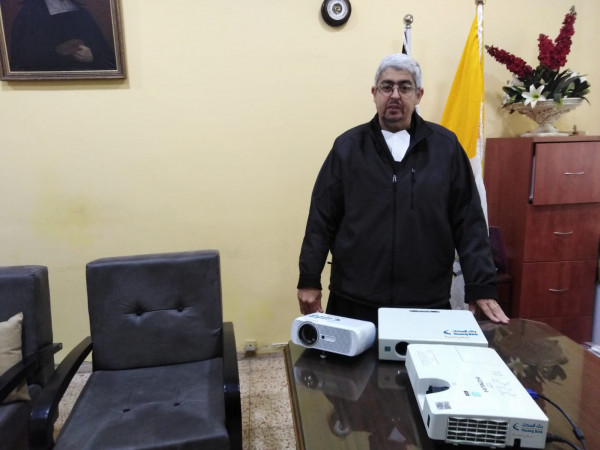 بنك الاسكان يتبرع بأجهزة تعليمية لمدرسة الفرير في بيت لحم