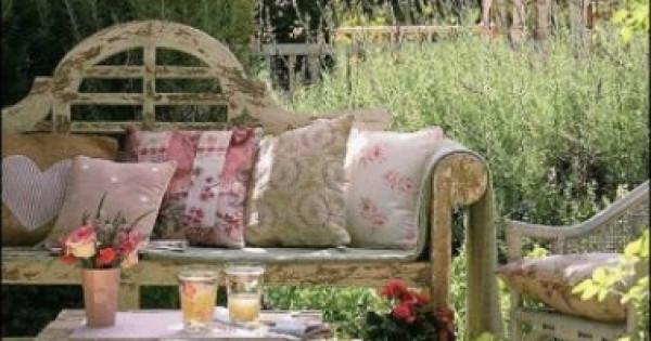 4 أفكار لديكور حديقة المنزل على الطريقة الريفية