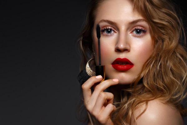أفضل 10 أحمر شفاه باللون الأحمر بحسب خبراء التجميل