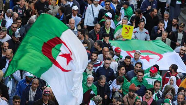 الأمن يفرق بالقوة تظاهرة طلابية معارضة للانتخابات الجزائرية