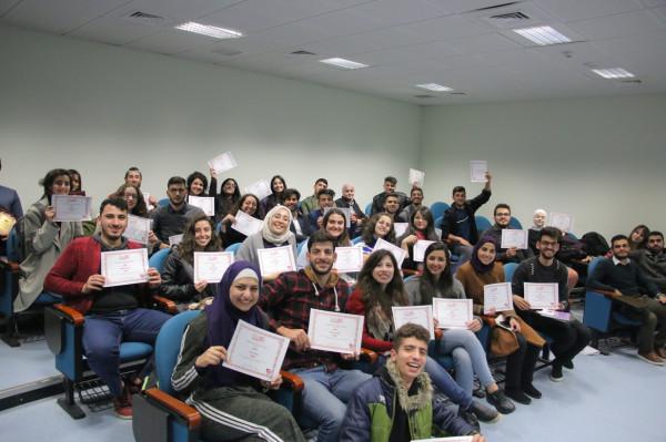 مجتمع مناظرات النجاح ينظم بطولة مناظرات باللغة الإنجليزية