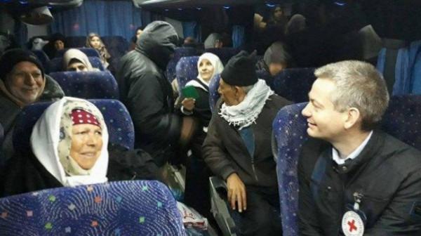 دفعة من أهالي أسرى غزة تتوجه لزيادة أبنائها بسجن (بئر السبع)