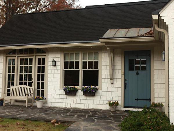 كيف تختارين لون باب البيت المناسب؟