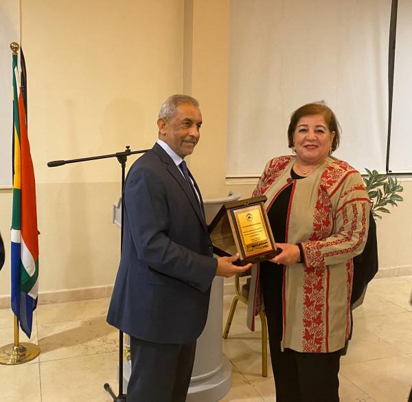 الجبهة العربية الفلسطينية تكرم سفير جنوب أفريقيا خلال حفل وداع أقيم له