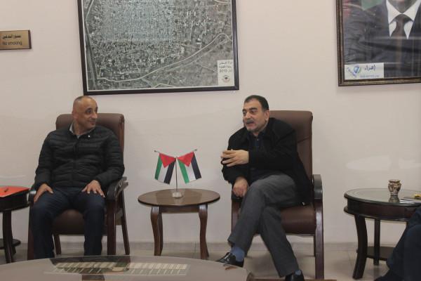 رئيس بلدية قلقيلية يستقبل وفدا من وزارة التربية والتعليم