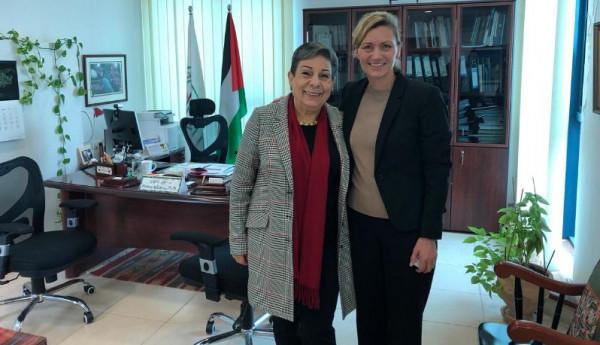 عشراوي تبحث مع مسؤولة سويدية واقع المرأة الفلسطينية وسبل تطوير التعاون