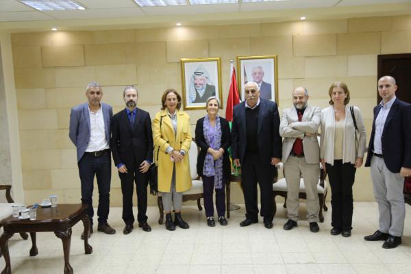 """""""ابو العسل"""" يستقبل وفد مؤسسة الكونتي ومؤسسة الحامية لحقوق الاشخاص المحرومين الايطاليتين"""