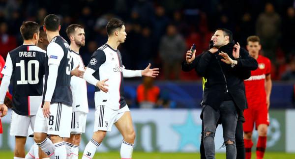 شاهد: رونالدو يشعر بالرعب بعد اقتحام مشجع ملعب ليفركوزن