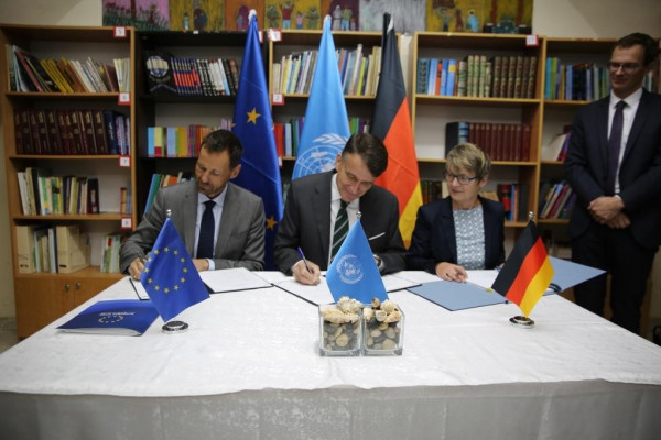 الاتحاد الأوروبي وألمانيا يوقعان اتفاقيات حيوية للتبرع بمدرسة إناث القدس