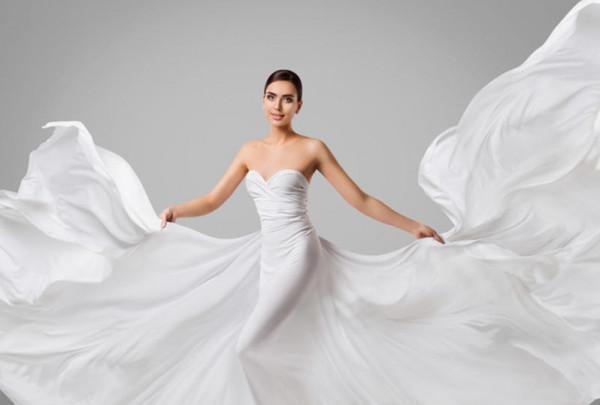 نصائح مهمة لارتداء فستان زفاف بلا حمالات