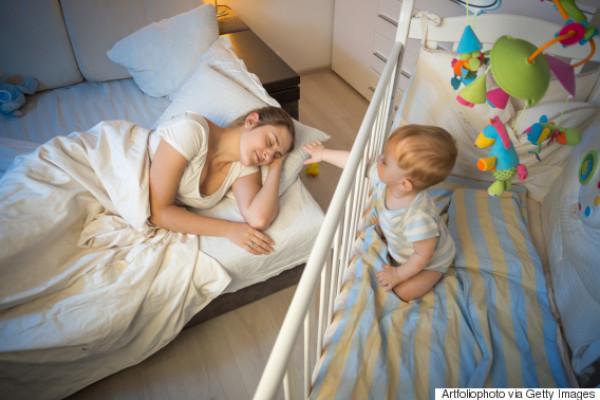 نصائح لمشاركة المولود غرفة نوم الأم