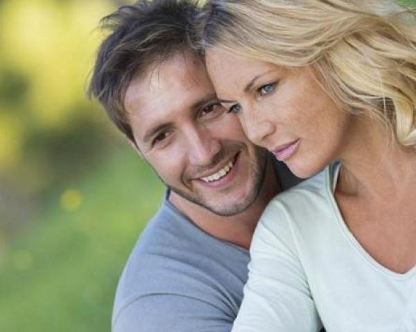 دراسة: المرأة الكبيرة أفضل للزواج