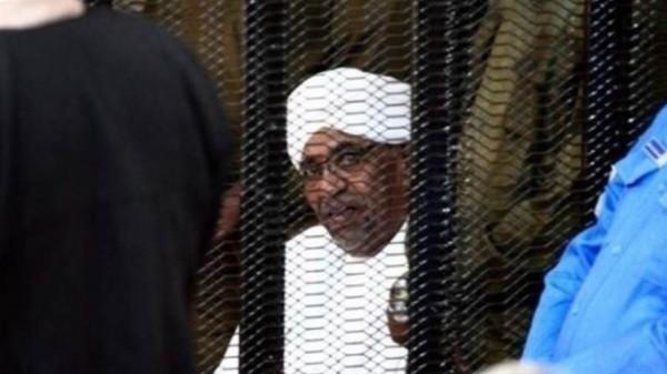 الحكم على البشير يشحن الثورة السودانية ويرفع تأهب الأمن