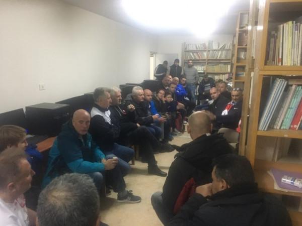 مركز شباب الجلزون يستضيف وفداً بولندياً من قدامى اللاعبين وناشطين بالعمل التطوعي