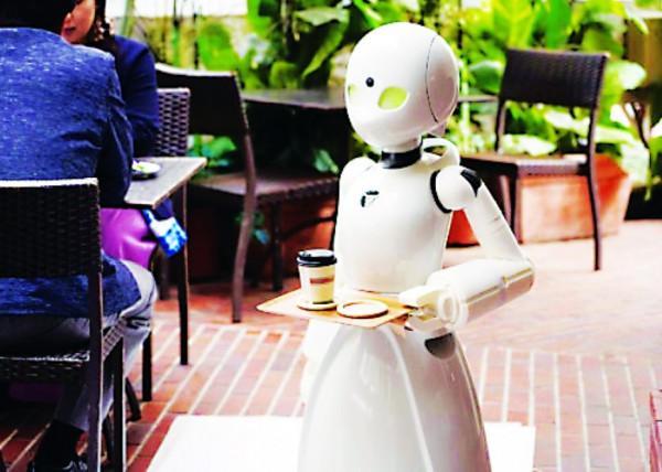 إفتتاح مقهى جميع موظفيه من الروبوتات.. يقدم خدمات غريبة