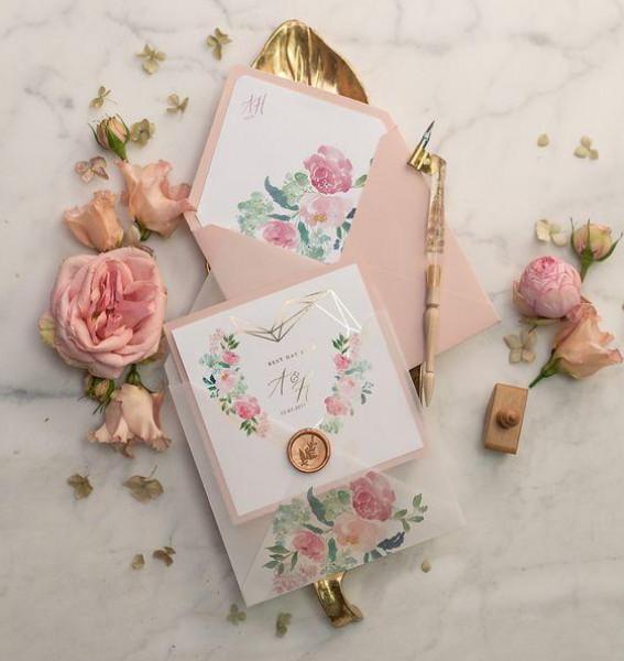 اختاري بطاقات الزفاف بهذه الطريقة