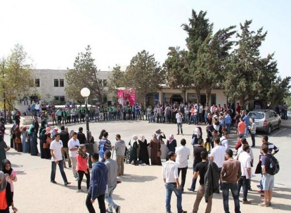 وقفة طلابية في جامعة بيرزيت للتضامن مع الطالبة شذى حسن