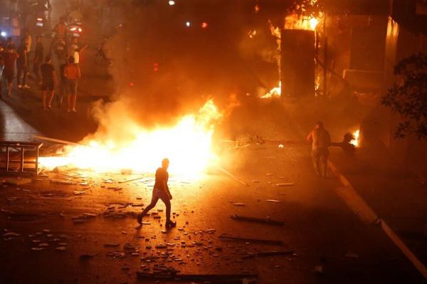 """لبنان: مواجهات بين الأمن وموالين لـ""""حزب الله"""" وأمل في بيروت"""