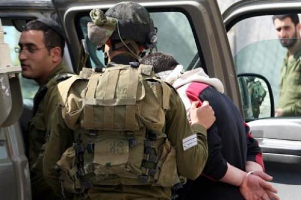 الخليل: الاحتلال يعتقل خمسة مواطنين بينهم شقيقان وأسير محرر