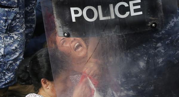مواجهات بين الشرطة والمحتجين في بيروت