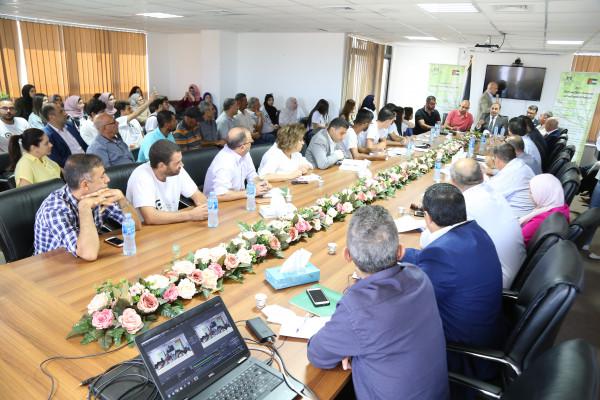 مطالبات لوزير الزراعة البدء بإجراءات تطبيق نموذج القرية التعاونية الشبابية بالاغوار