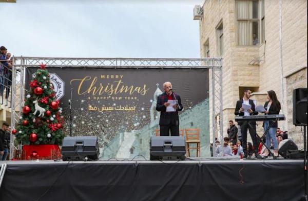 جامعة القدس تُضيء شجرة الميلاد في حرمها الرئيس