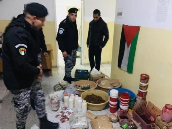 الضابطة الجمركية تضبط معملاً غير قانوني لتصنيع المعسل في رام الله