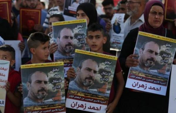 بعد 84 يوماً.. الأسير أحمد زهران يُعلّق إضرابه عن الطعام