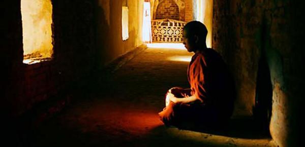 """راهبٌ بوذي يرتكب خطيئة في """"السر"""".. ويموت صعقاً"""