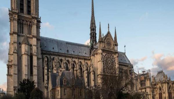 لأول مرة منذ 200 عام.. كاتدرائية نوتردام لن تقيم قداس عيد الميلاد