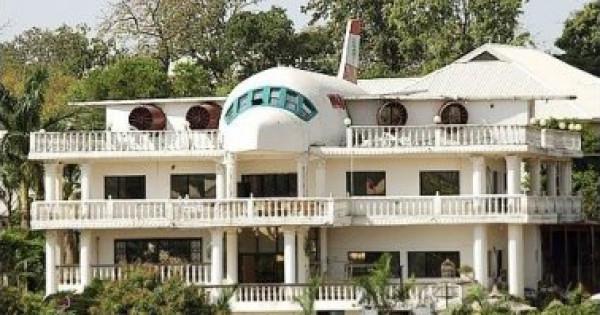 نيجيري يبني منزلا على هيئة طائرة من أجل زوجته اللبنانية
