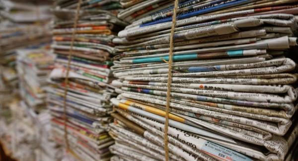 شاهد: بعد مسيرة استمرت 33 عاما... تكريم موزع صحف في الإمارات