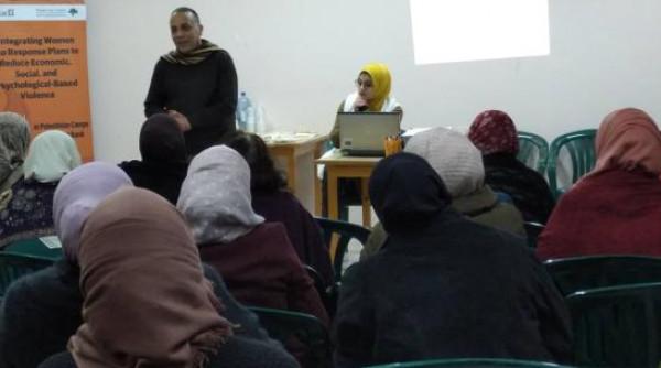 المركز الفلسطيني للاتصال يعقد جلسة حول  التمكين الاقتصادي للنساء بالمخيمات