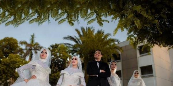 """""""نفسها تشوفني عريس"""".. مصري يُحقق حلم والدته بحفل زفاف من أربع فتيات"""