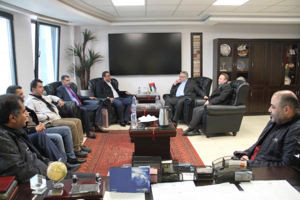 الوزير غنيم يلتقي شخصيات اعتبارية في بلدية بديا