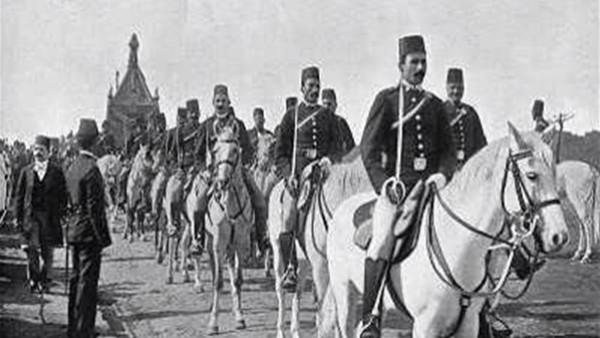 نادر.. لحظة خروج كسوة الكعبة المشرفة من مصر عام 1926