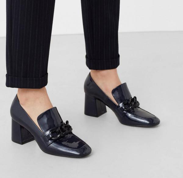 """صيحة حذاء """"غريبة"""" تتربع على عرش الموضة هذا الربيع"""