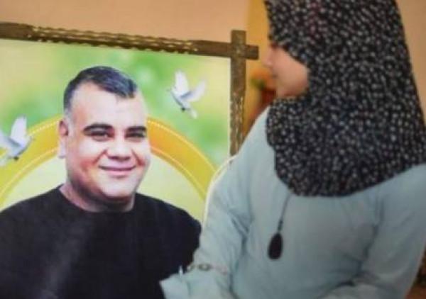 الاحتلال يسمم فرحة جمانة بعدم الإفراج عن أبيها الأسير علاء أبو جزر