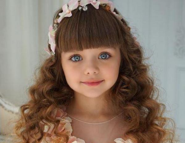 شاهد كيف أصبحت أجمل طفلة في العالم بعد ثلاثة أعوام