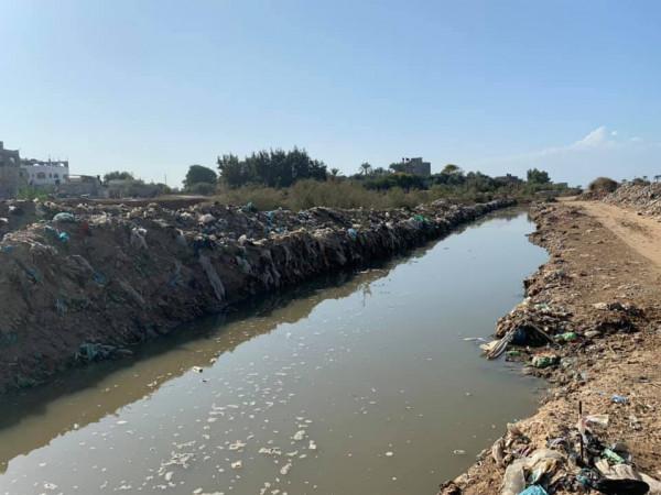 كارثة بيئية تطال وداي غزة بسبب النفايات الصلبة.. ورئيس البلدية: خارج نفوذنا