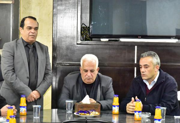 محافظ الخليل يزور بلدية يطا ويطلع على احتياجاتها