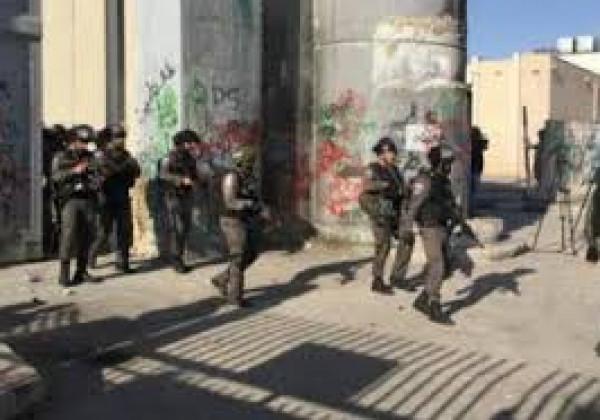 """الاحتلال يُغلق مدرستين في القدس و""""التربية"""" تُدين"""